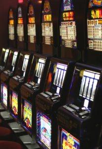 Illustrasjon av spilleautomater.